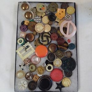 Tray of Antique Buttons & Buckles